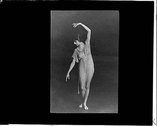Anne Tonetti dancing