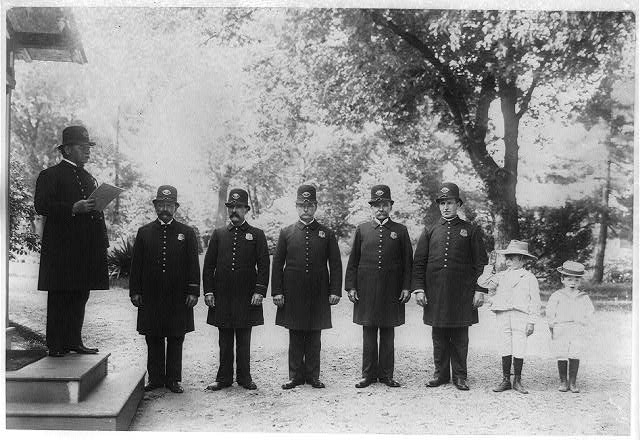 Archie and Quentin Roosevelt with White House policemen