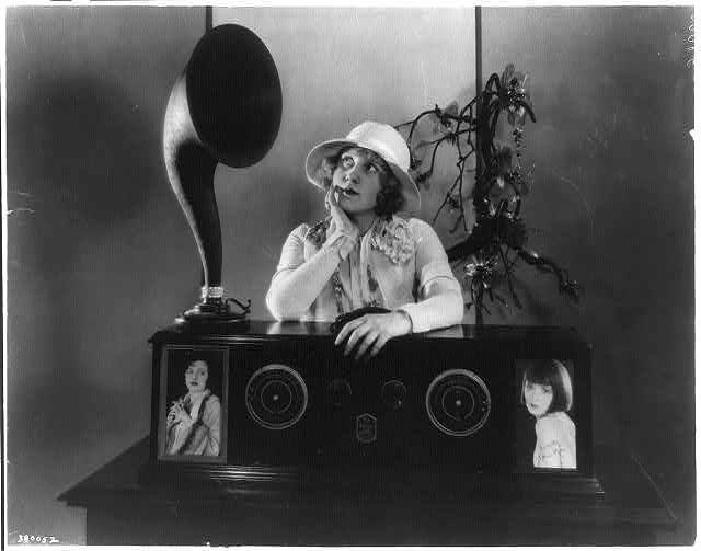 The latest in decorative radio sets