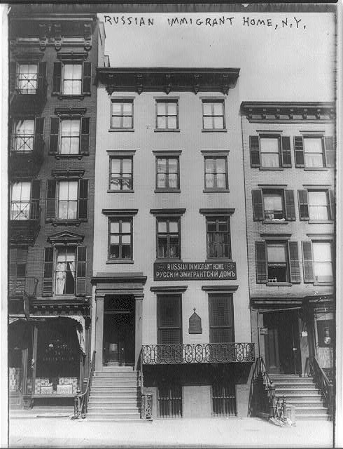 [New York City. Facade of Russian Immigrant home. 1913.]