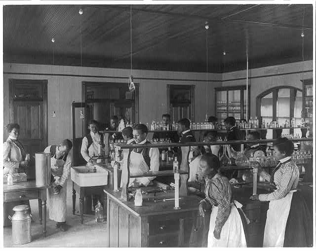 [American Indian and African American students at Hampton Institute, Hampton, Va., 1900(?) - men and women in chemistry lab]