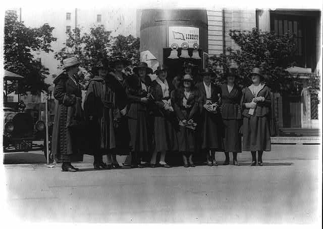 [Liberty Bond drive - ten women posed outside bond booth, Washington, D.C.]