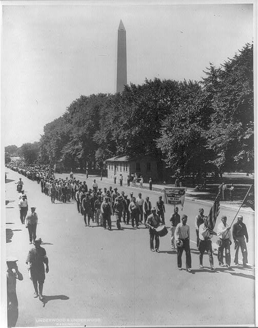 [D.C. - Wash. - Bonus Army marching to the Capitol; Wash. Monument in background]