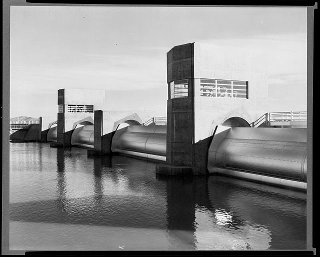 Imperial dam, at the All-American canal headgates, Calif., Feb. 1939 - upstream view of the roller gates from the Calif. bank