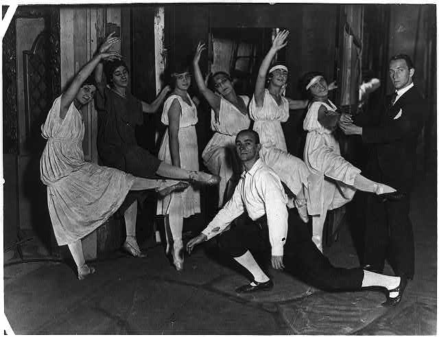 Ballet rehearsals, New York City, ca. 1916: [Unidentified group of 6 women & 2 men]