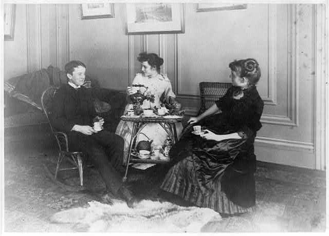 [Frances Benjamin Johnston, full lgth., seated, having tea with 2 other people]