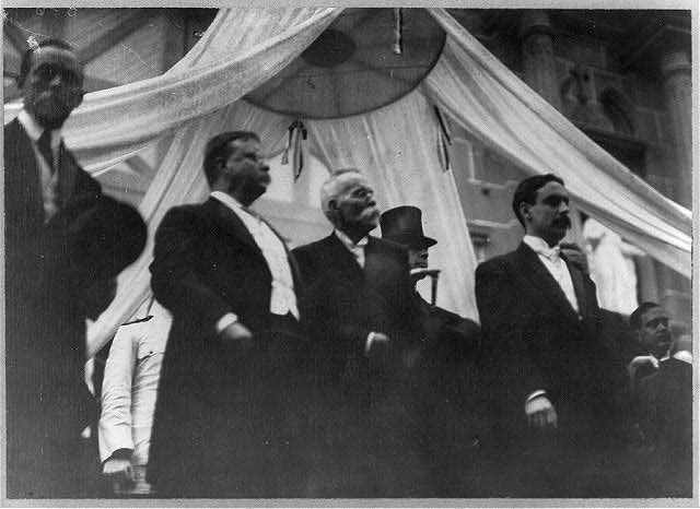 [Pres. Theodore Roosevelt, Pres. Manuel Amador of Panama and others standing]