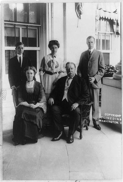 Taft family group, Silver Anniversary, June 18, 1911