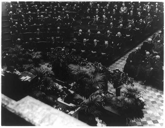 [President Warren G. Harding, members of his cabinet, members of the Supreme Court, and other officials, at funeral of Congressman James R. Mann, in the U.S. House of Representatives, Washington, D.C.]