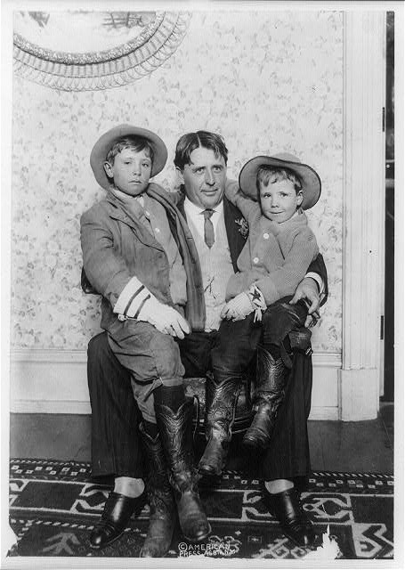 [John Reeves Abernathy, full-length portrait, seated, holding his two sons, Louis Van Abernathy and Temple Reeves Abernathy]