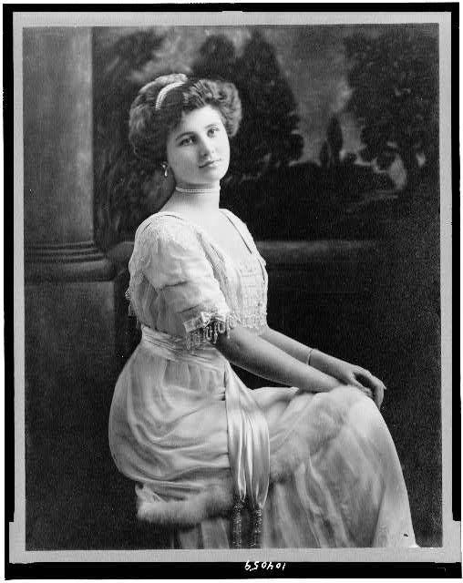 [Edith Gracie, three-quarter length portrait, seated, facing slightly right]