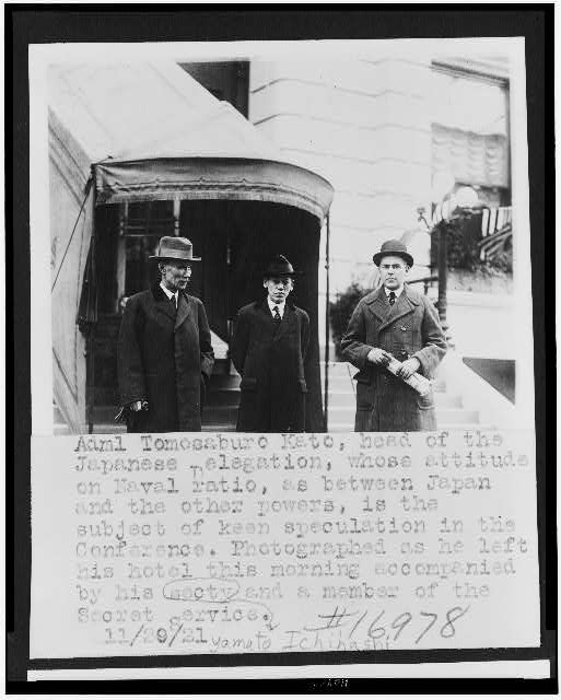 [Admiral Tomosaburo Kato, leaving his hotel, on visit to Washington, D.C., for disarmament conference, with his secretary, Yamato Ichihashi, and a member of the Secret Service]