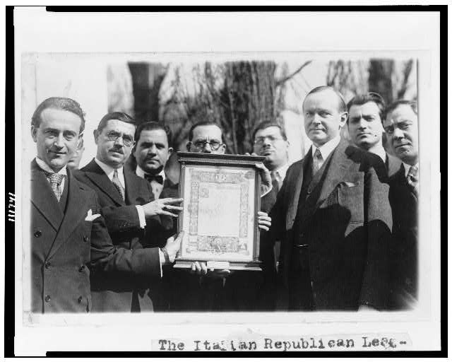 [The Italian Republican League of N.Y. presents President Coolidge with an original parchment of Lincoln's Gettysburg address]