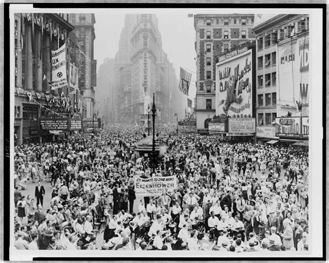 [Throng of Eisenhower supporters converge after parade]