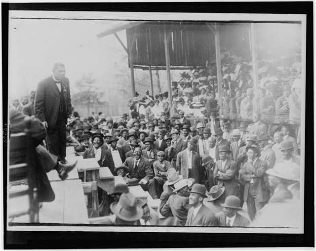 [Booker T. Washington standing on a stage before large crowd in Lakeland]