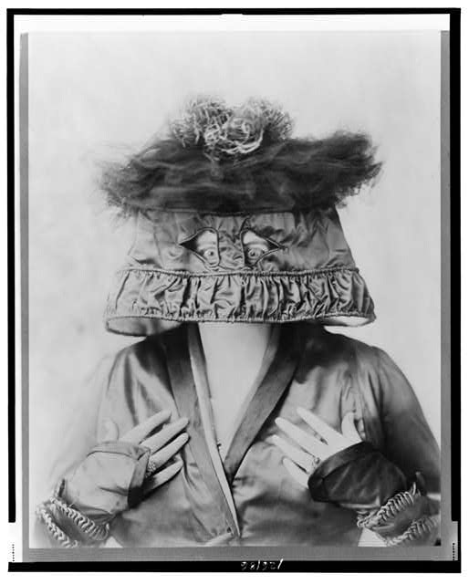 [Marie Dressler, head-and-shoulders portrait, facing front, wearing lamp shade style hat on her head]