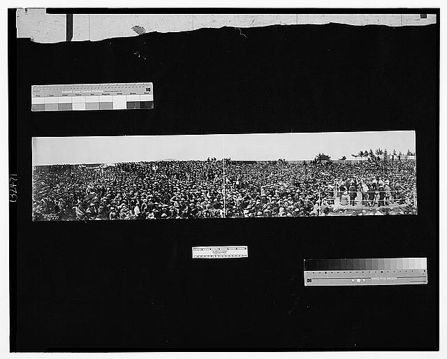 Panorama, crowds at Squires - Burns international contest, Colma, July 4, 1907, from moving picture stand