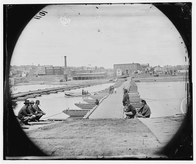 [Petersburg, Va. Pontoon bridges across the Appomattox River]