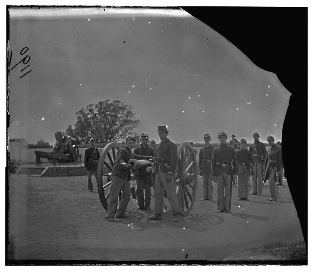 Washington, District of Columbia. Artillery group 3d Regiment Mass. H. Art. Fort Totten