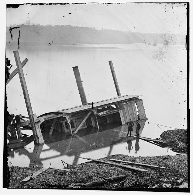 [James River, Va. Butler's dredge-boat, sunk by a Confederate shell on Thanksgiving Day, 1864]