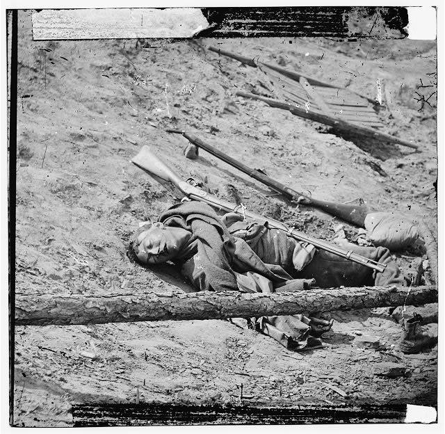 [Petersburg, Va. Dead Confederate soldier with gun]