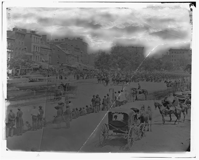 [Washington, D.C. View of Pennsylvania Avenue from 9th Street, with mounted officers, band, and infantrymen with fixed bayonets at a halt]