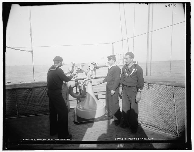 U.S.S. Vixen, machine gun and crew