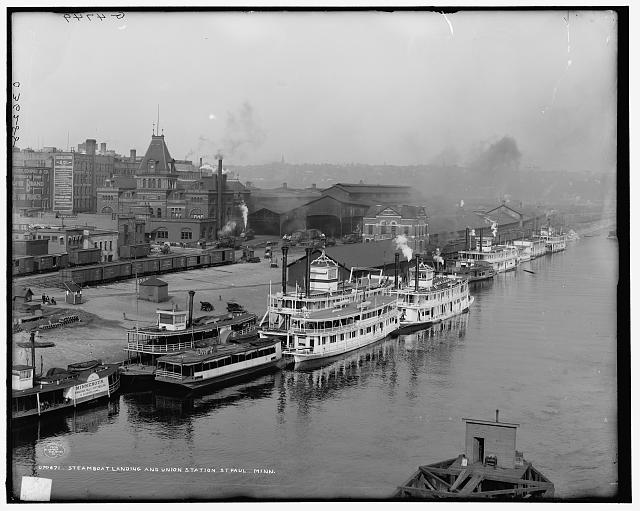 Steamboat landing and Union Station, St. Paul, Minn.