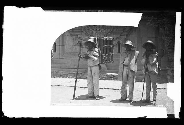 Mexico, street scenes, cargadores