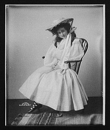 [Edna Wallace Hopper, seated, full-length portrait]