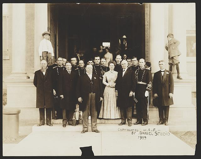 [President William Taft with unidentified group]