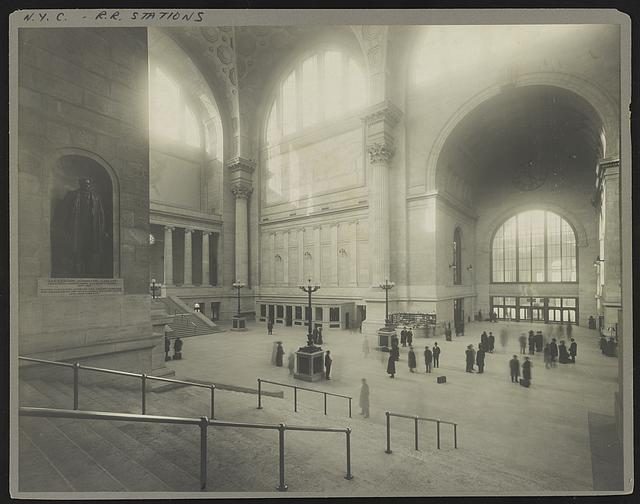 [Passengers in the waiting room at Pennsylvania Station, New York, New York, with statue of Alexander Johnston Cassatt, president of the Pennsylvania Railroad Company, in niche on the wall]