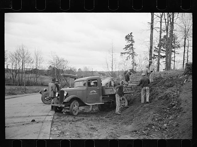 Convicts working on state road, North Carolina