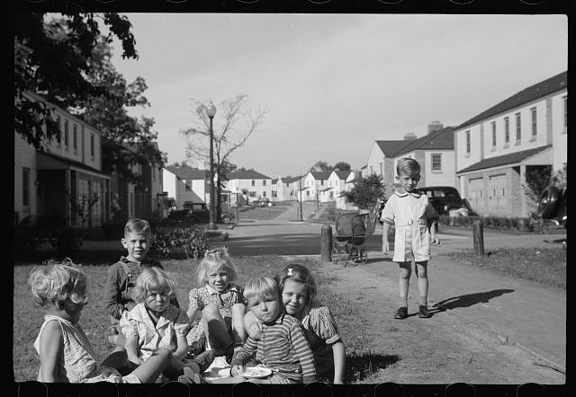 [Untitled photo, possibly related to: Greendale, Wisconsin]