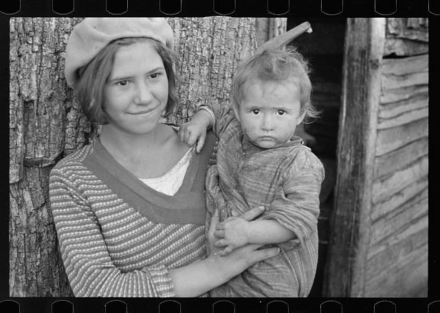 [Untitled photo, possibly related to: Children of Charlie Nicholson who is being resettled on new land, Virginia]