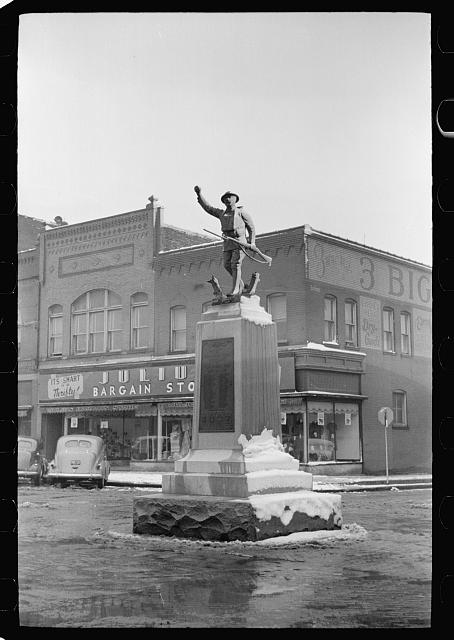 [Untitled photo, possibly related to: Main street, Herrin, Illinois]