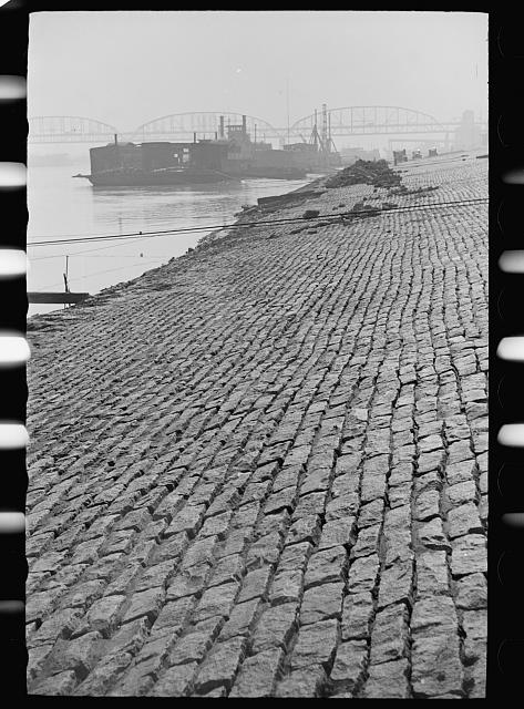 [Untitled photo, possibly related to: Levee along Mississippi, Saint Louis, Missouri]