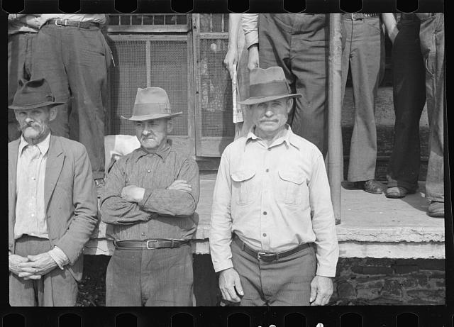 [Untitled photo, possibly related to: Prospective homesteaders, in front of post office at United, Westmoreland County, Pennsylvania]