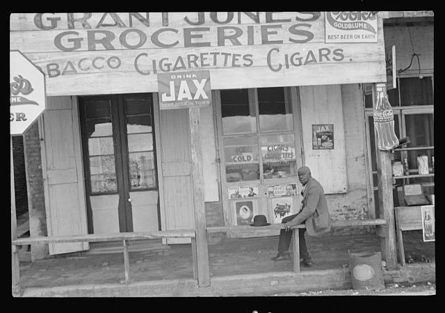 [Untitled photo, possibly related to: Street scene, Natchez, Mississippi]