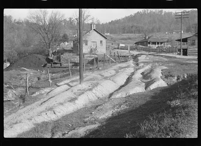 [Untitled photo, possibly related to: Williamson, West Virginia]