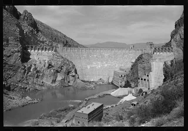 [Untitled photo, possibly related to: Roosevelt Dam which stores water for the Salt River Valley, centering around Phoenix, Arizona. The dam is at Roosevelt, Arizona]