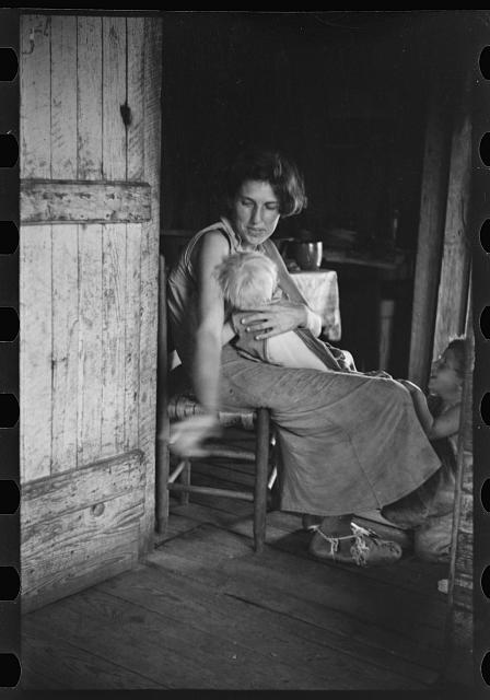 [Untitled photo, possibly related to: Lily Rogers Fields and children. Hale County, Alabama]