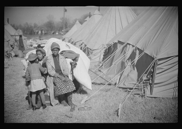 [Untitled photo, possibly related to: Flood refugee encampment at Forrest City, Arkansas]