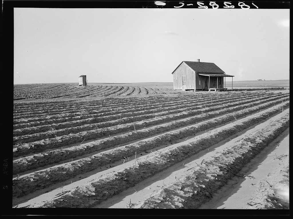 farmhouse photo from Library of Congress collection