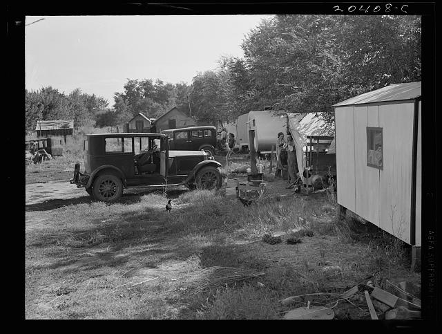 Washington, Yakima Valley, Toppenish. Cheap auto camp for migratory workers waiting for the opening of the hop season. Old fruit tramp (20378-C) lives in this camp