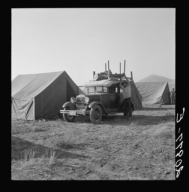 Migratory family, come to Klamath Basin for potato harvest, moving into tent in the new mobile unit. (FSA - Farm Security Administration). Tents are provided. Merrill, Klamath County, Oregon