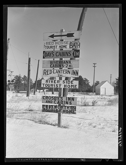 A sign about two miles outside Bath, Maine. Although many of the tourist cabins were only used during the summer months, they are now, in many cases, being turned into winter houses for shipyard workers and their families