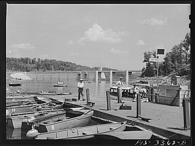Norris Dam, Tennessee. Tennessee Valley Authority (TVA). Boats moored at Norris Lake