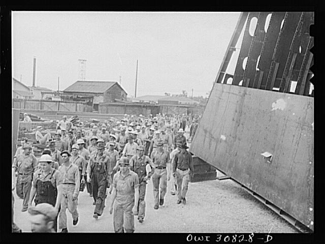Beaumont, Texas. Five p.m. change of shift at the Pennsylvania shipyards