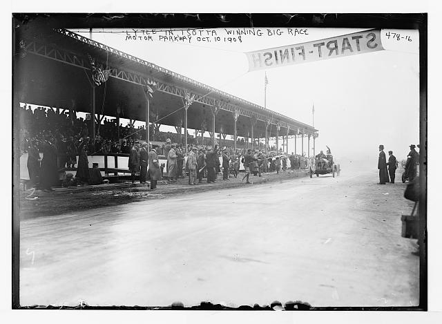 Lytle in Isotta winning big race, Motor Parkway Oct. 10, 1908
